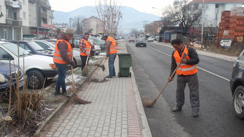 Pastrohet rruga kryesore në Saraj