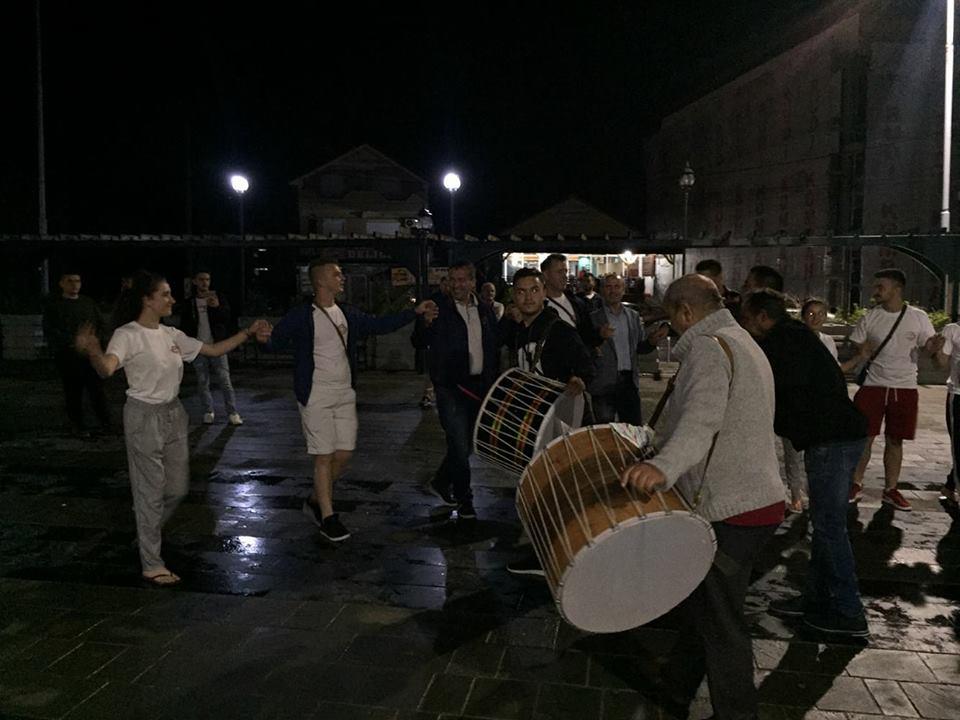 """Kryetari Bexheti përcjell SHKA """"Drita e Dervenit"""", për në festival në Turqi"""