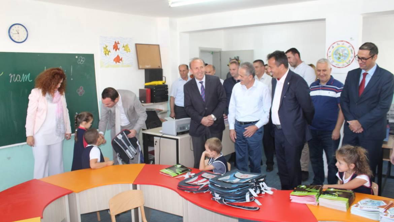 Kryetari i Sarajit Bexheti dhe ministri Arsimit dhe Shkencës  Arbër Ademi vizituan shkollën fillore periferike Dituria në Lubinë