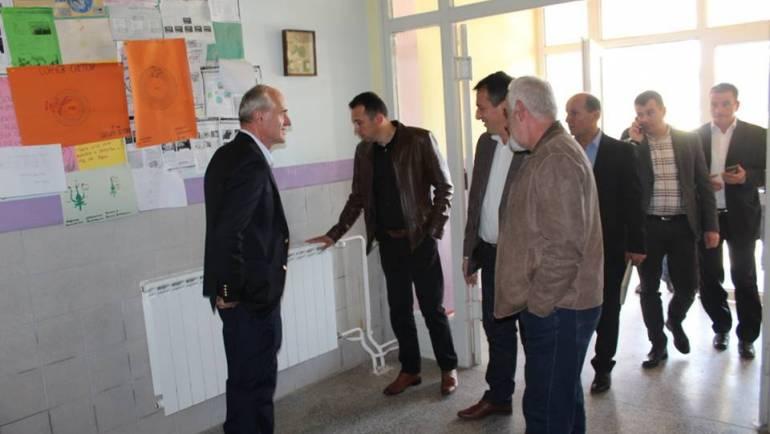 """Dy Shkollat periferike """"Sami Frashëri"""", në vendbanimin Shishovë dhe """"Bedri Tair"""", Sfillare e Epërme, në prag të fillimit të sezonit të dimërit janë instaluar sistemi I nxehjes qendrore"""