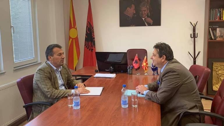 Kryetari i Komunës së Sarajit z.Blerim Bexheti dhe zëvendësministri i Ambientit dhe Planifikimit Hapsinor z.Jani Makraduli, sot realizuan takim pune në hapsirat e komunës së Sarajit.