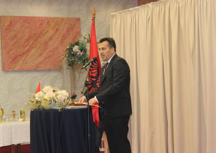 Kryetari Blerim Bexheti uron miratimin e gjuhës shqipe