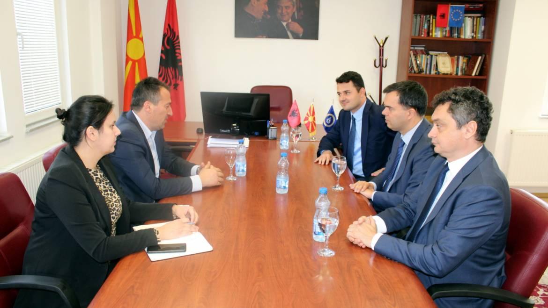 Kryetari Bexheti dhe ambasadori i Hungarisë Duks, këmbejnë përvojat për fondet paraaderuse të e BE-së