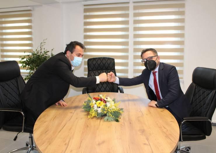 Kryetari Blerim Bexheti në prezencë të ministrit të Financave Fatmir Besimi sot bënë hapjen solemne  të objektit të komunës.