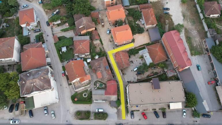 Vazhdojnë punimet me intenzitet të lartë në përmirësimin e infrastrukturës rrugore në Saraj.